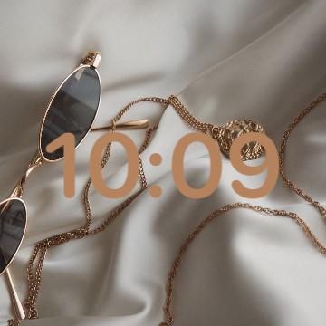 aesthetic clock