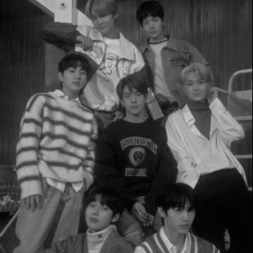 enhypen group photo